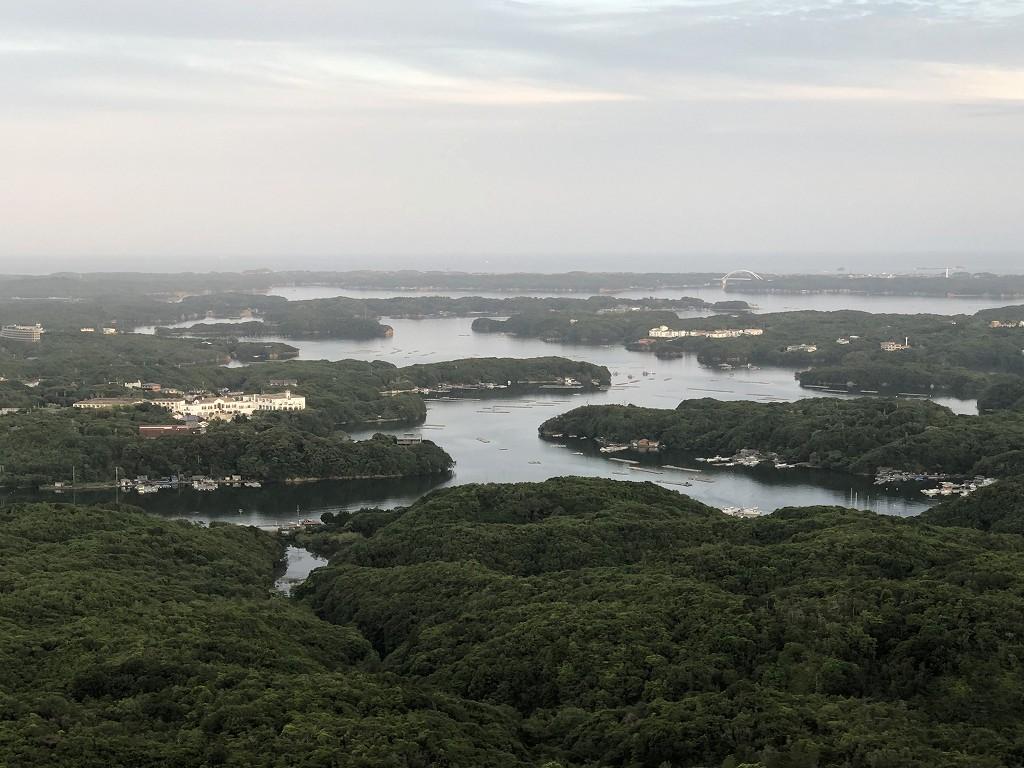 横山展望台の「そよ風テラス」から英虞湾2