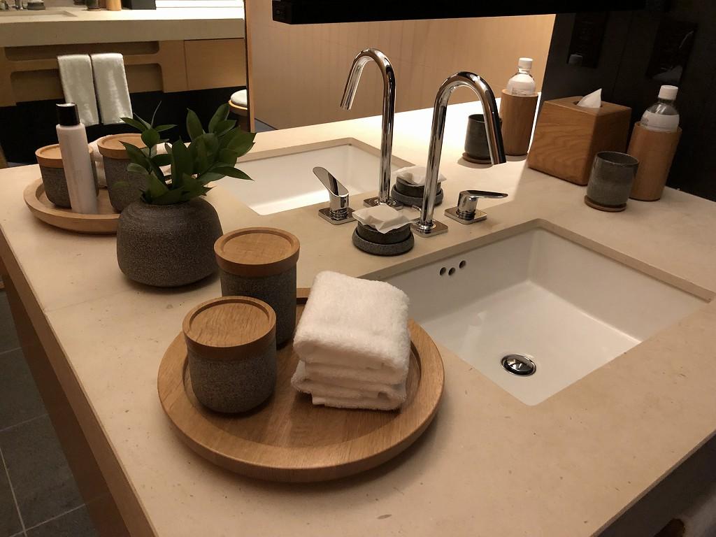 アマネムのナギスイートの洗面台