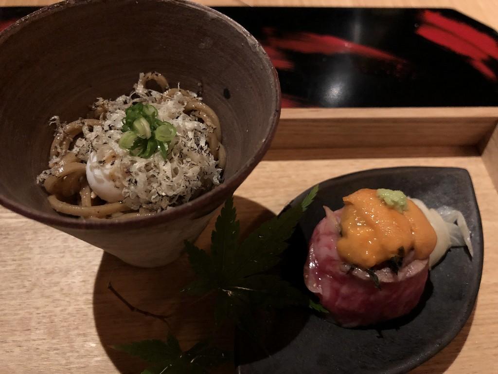 アマネムのダイニングの松阪牛のウニ乗せ、トリュフ蕎麦にうずらの卵