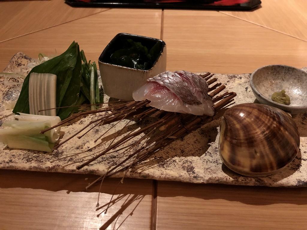 アマネムのダイニングの椀物のはまぐりと鯛