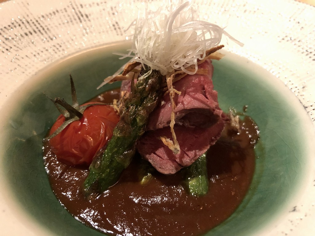 アマネムのダイニングの伊賀牛低温ローストの赤味噌ソース