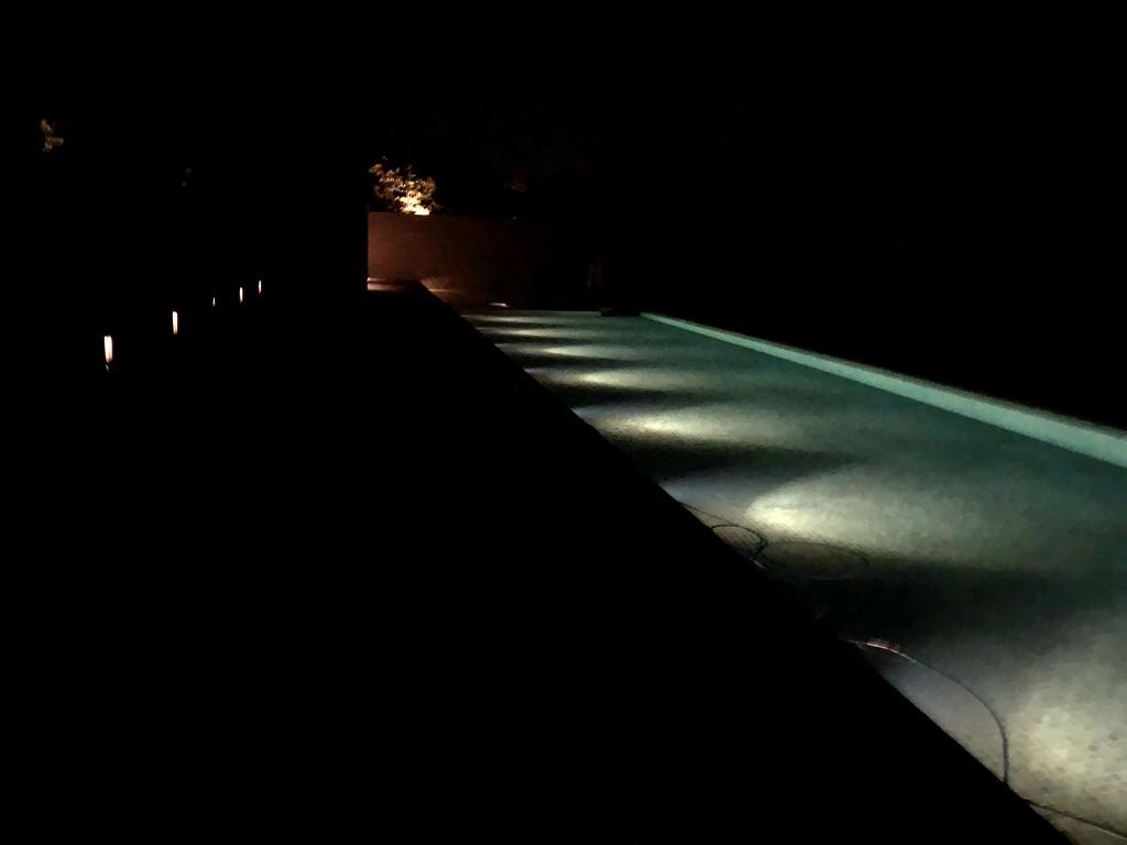 夜の暗いアマネムのゲストスイートの通路2