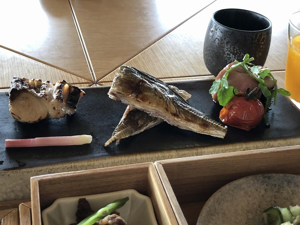 アマネムの和箱朝食の魚と肉