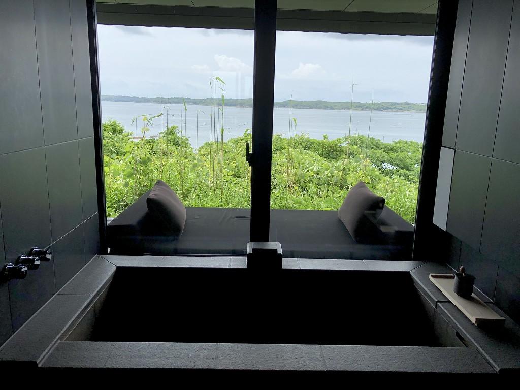 アマネムのナギスイートの天然温泉の風呂1