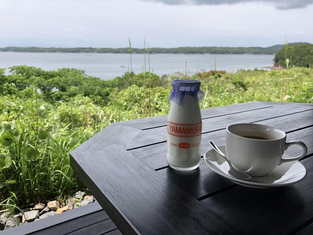 アマネムのナギスイートのベランダでコーヒー