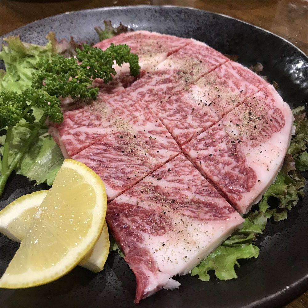 炭火焼肉やまもとのステーキ肉