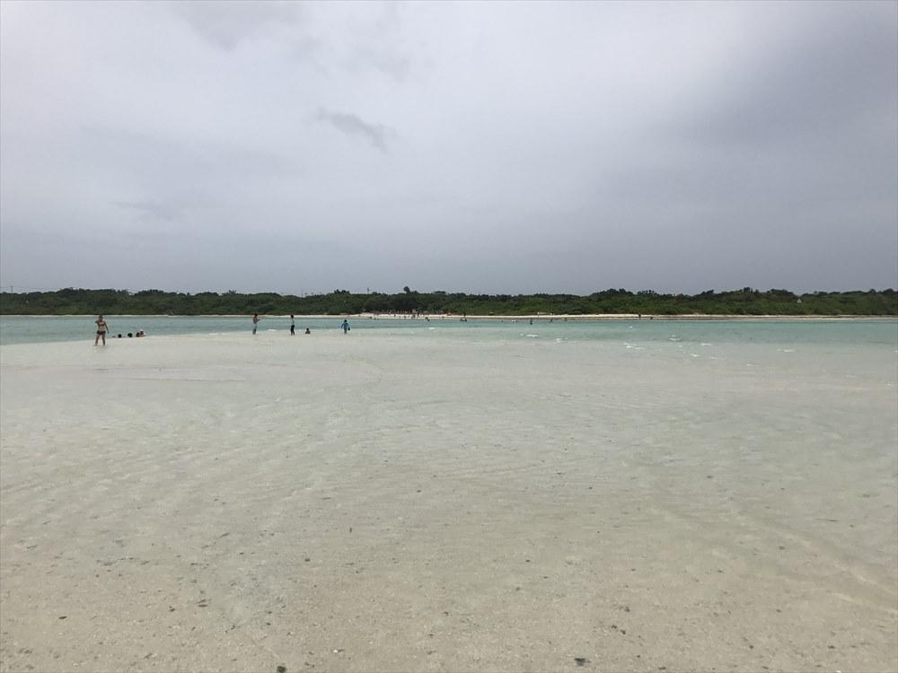 竹富島の干潮時に沖に現れるビーチ
