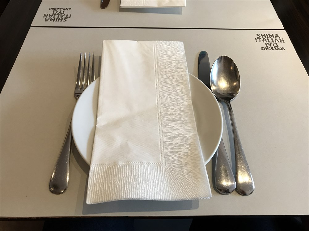 島イタリアン いゆのテーブルセット