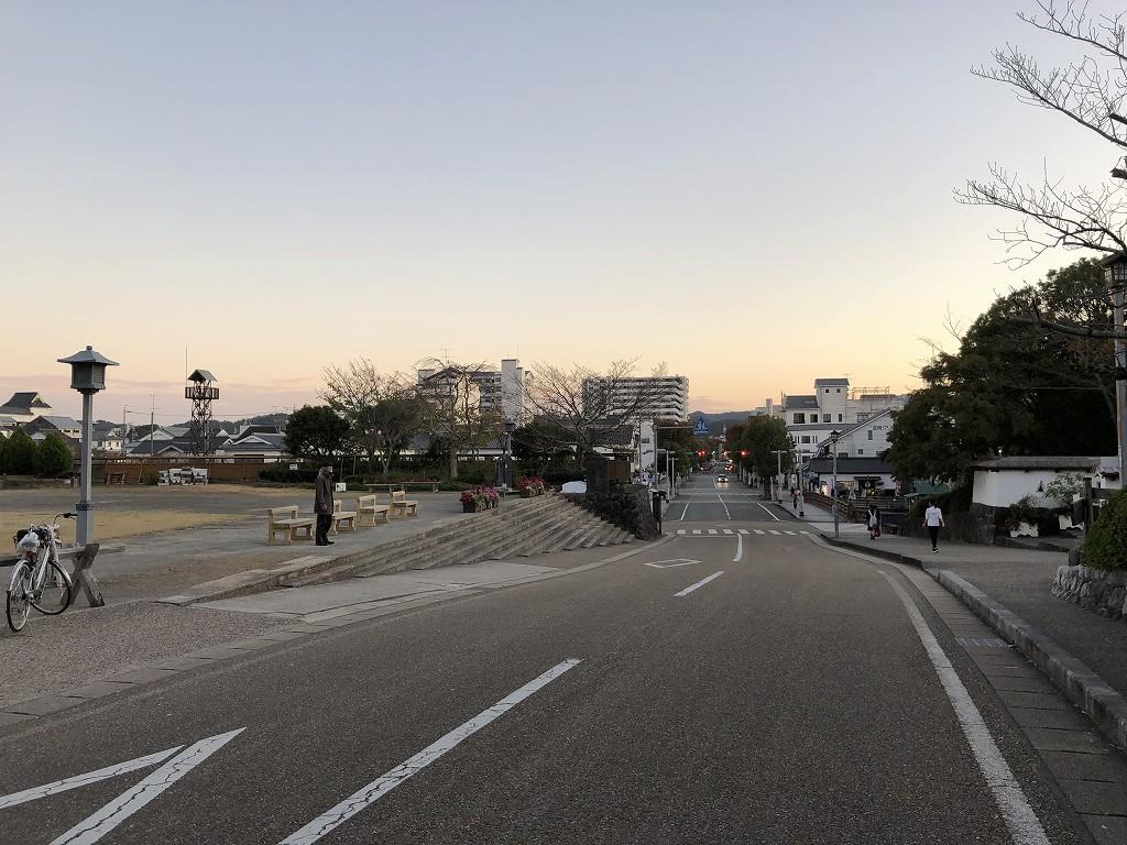 夕方の掛川城前