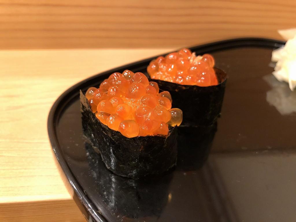 磐田の寿司好のいくらの握り