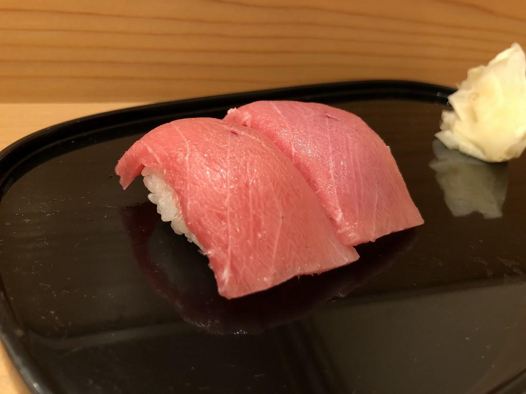 磐田の寿司好の中トロの握り