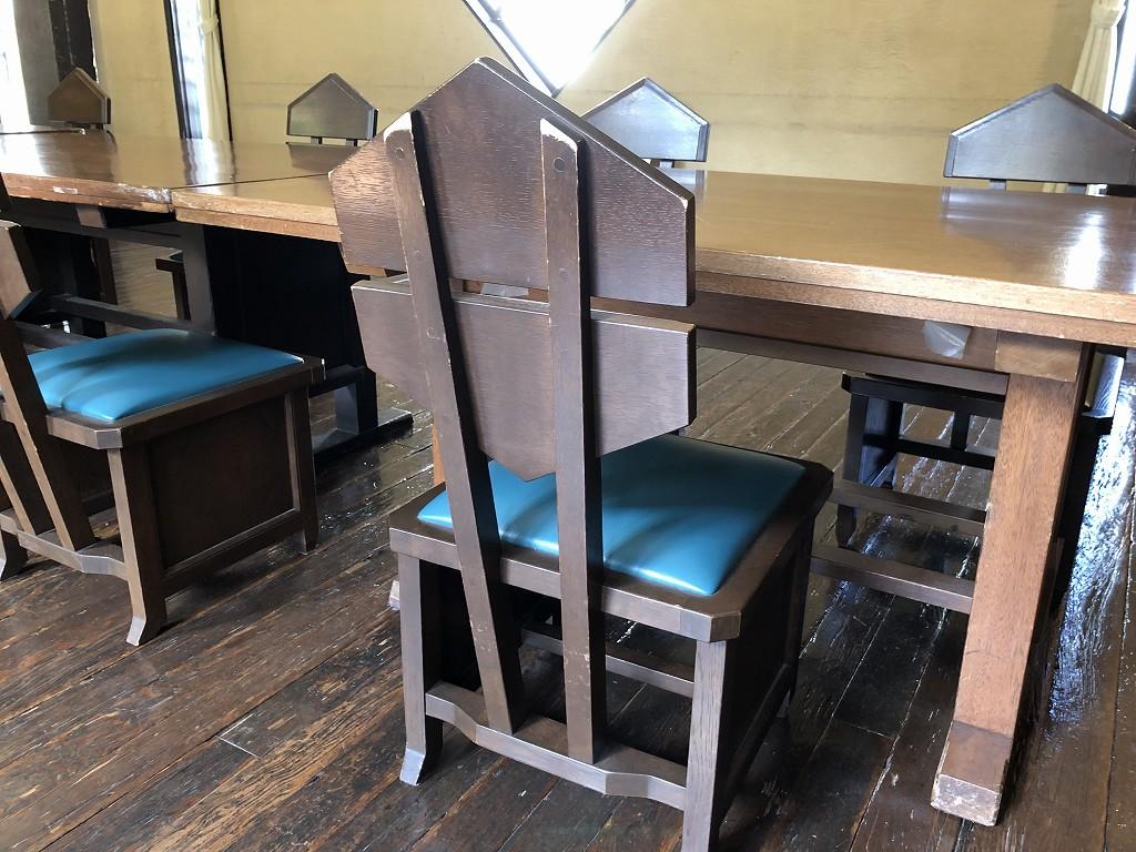 自由学園 明日館の六角形の背もたれの椅子