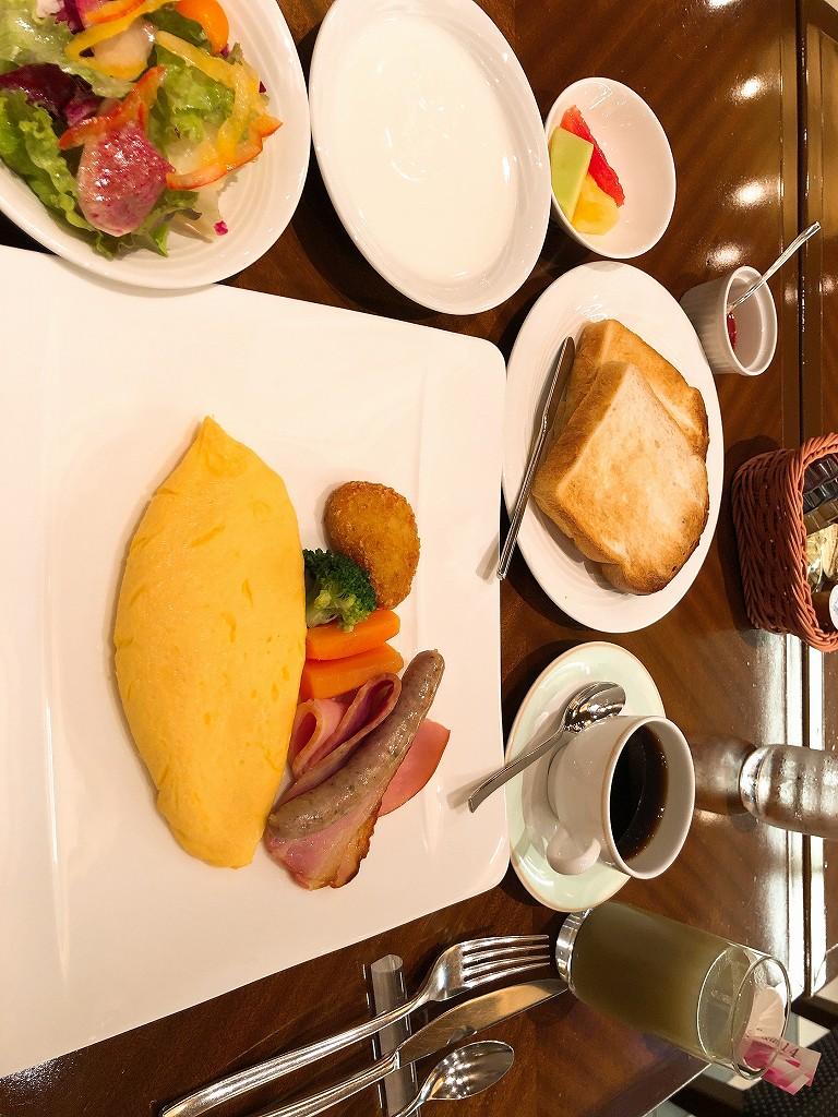 ホテルメトロポリタンの「オールデイダイニング クロスダイン」で洋食の朝食