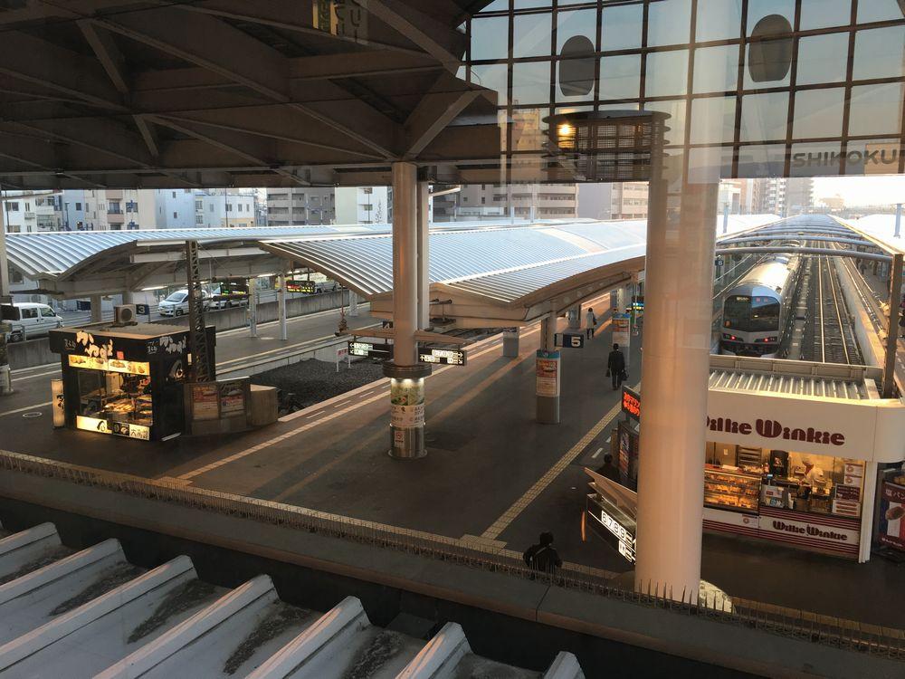終着駅のJR高松駅