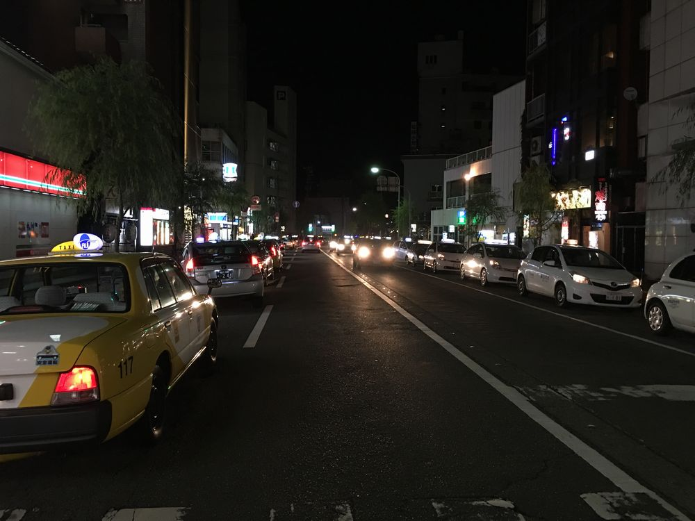 片町のタクシーと代行の列