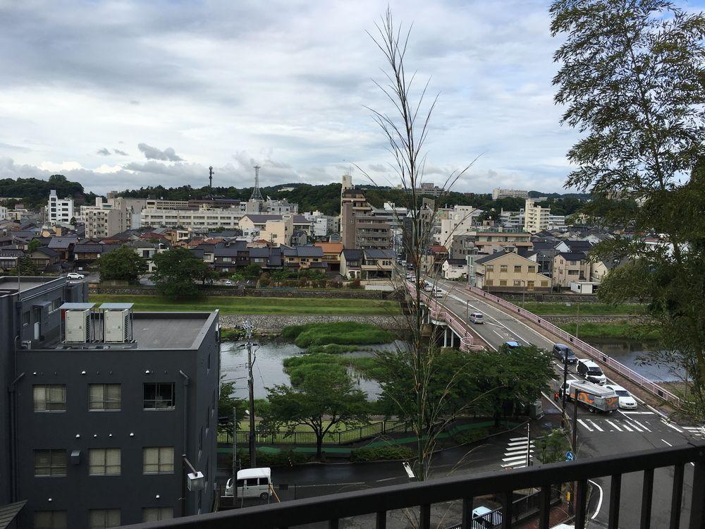 金沢のW坂から小立野台地方面