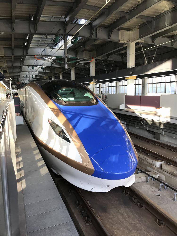 金沢駅に停車中のかがやき510号
