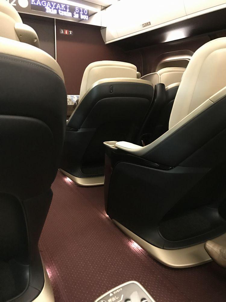 かがやき510号のグランクラスの座席2
