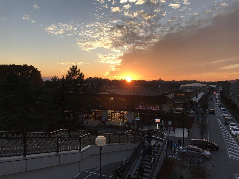 軽井沢駅の夕日