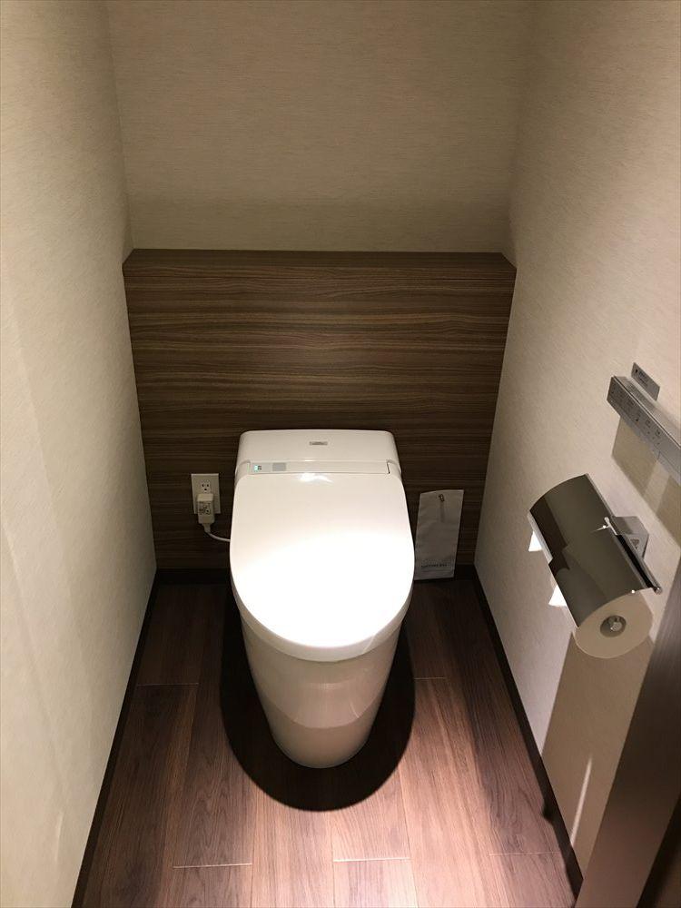 軽井沢マリオットホテルの温泉ビューバス付プレミアルームのトイレ