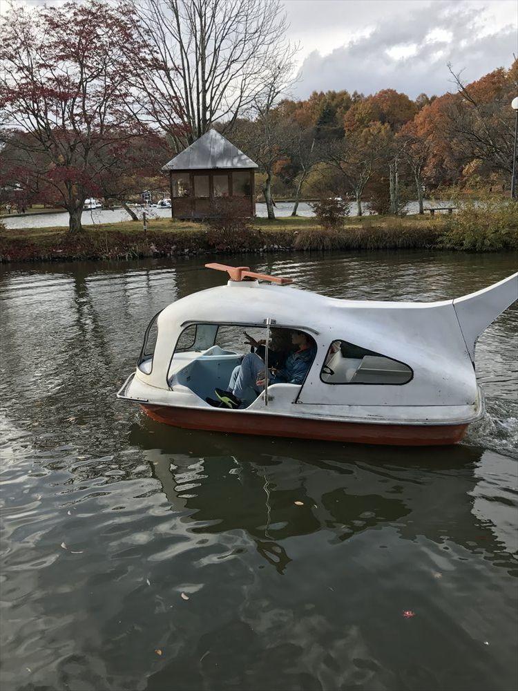 塩沢湖でペダルボート