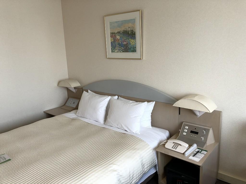川越プリンスホテルのダブルルームC(ベッド側)2