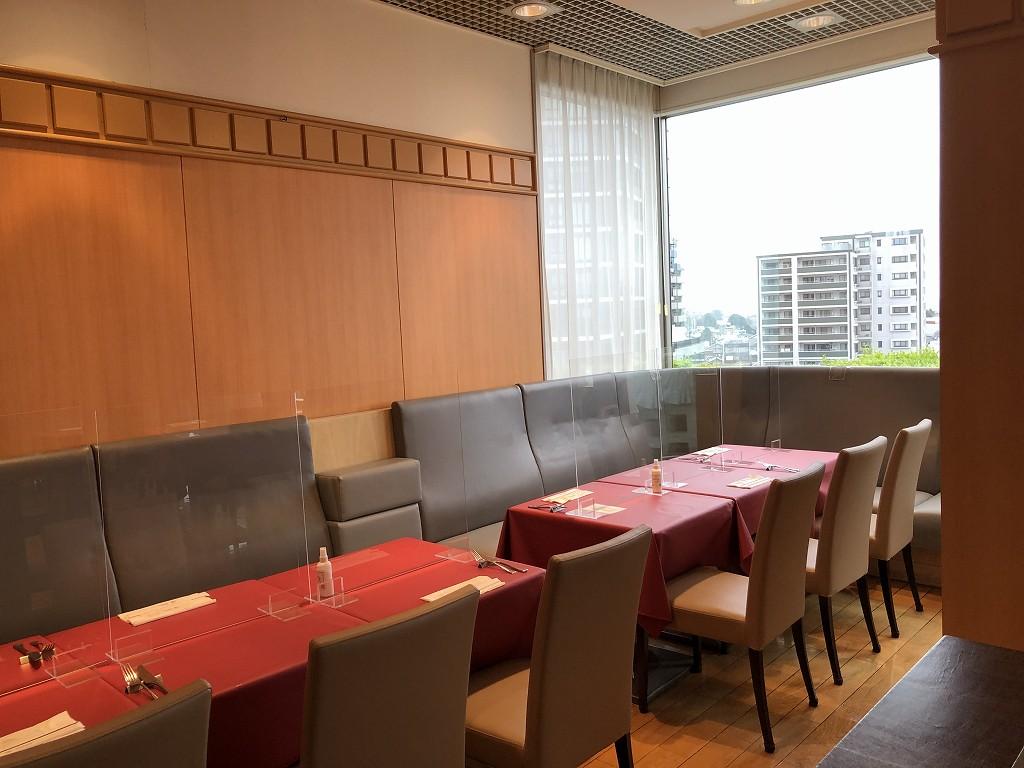 川越プリンスホテルのブッフェレストラン「エトワール」の衝立