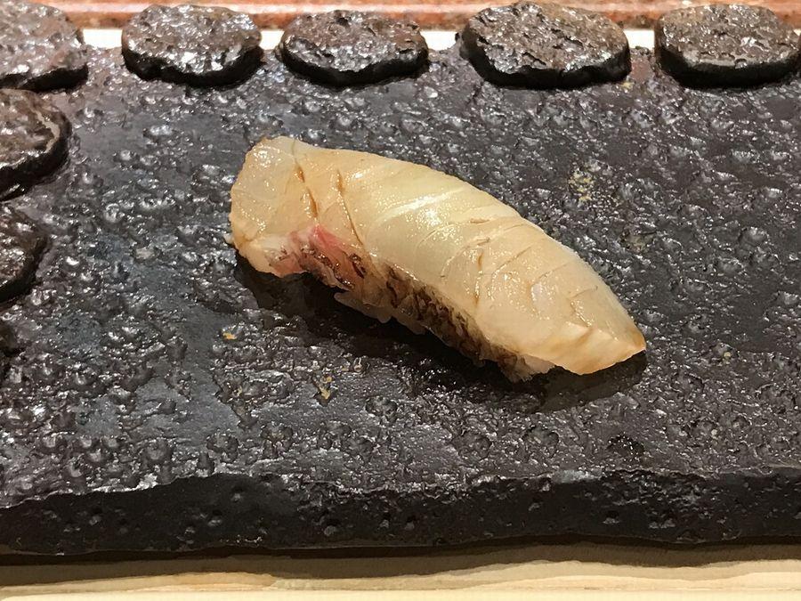 鮨一品かわじの真鯛の握り