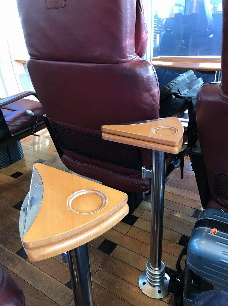 ソニック21号グリーン車のテーブル1