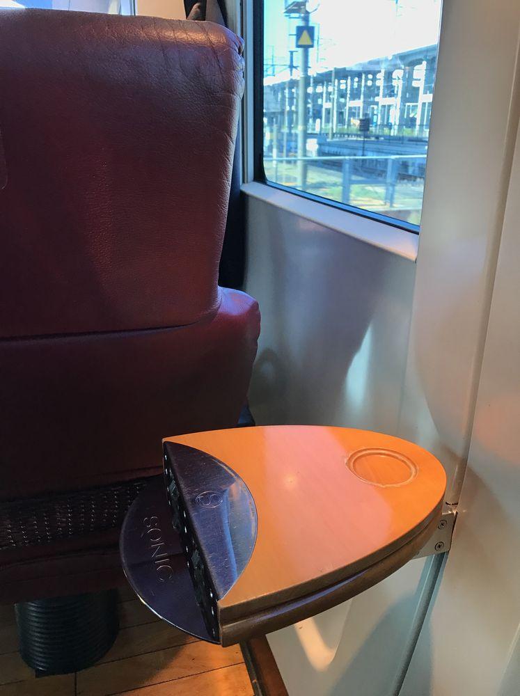 ソニック21号グリーン車のテーブル2
