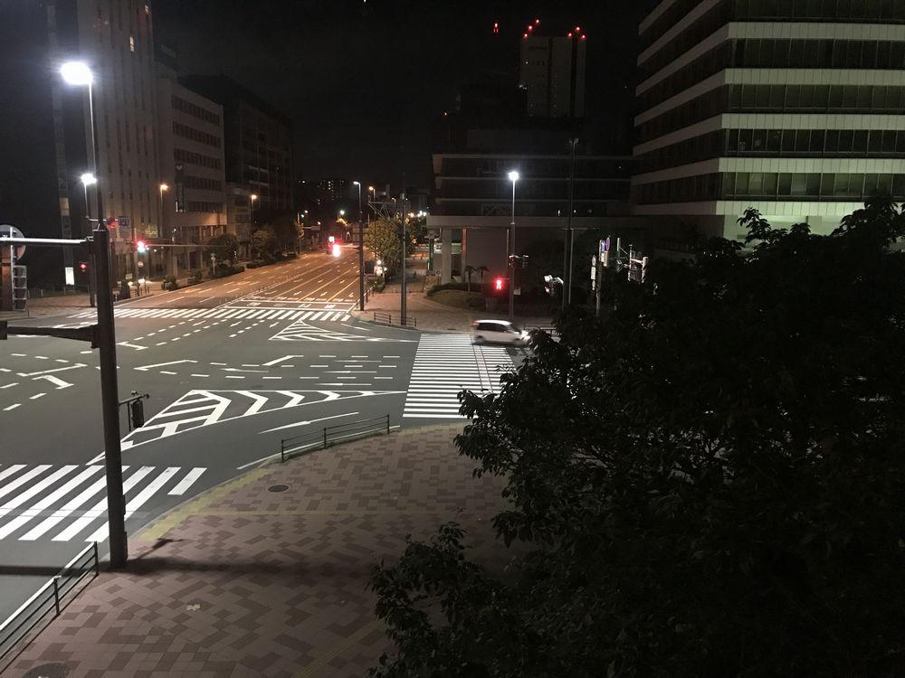 深夜の大分市の中央通り