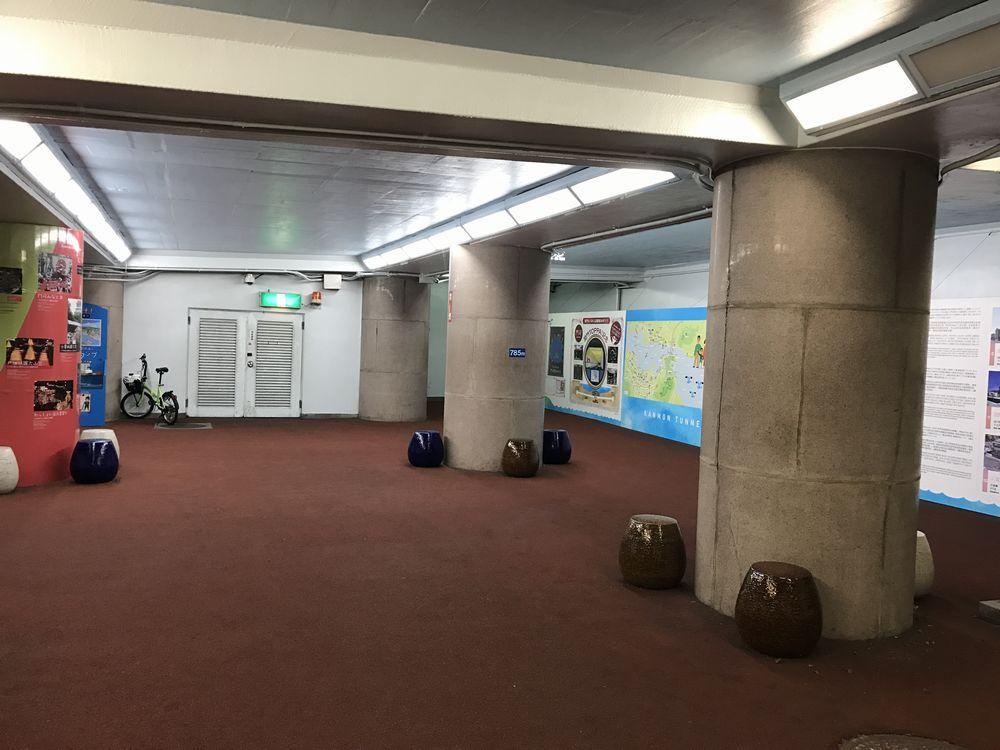 関門トンネル人道入口の踊り場