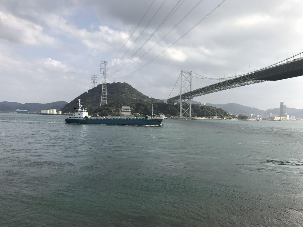 関門海峡を通る船
