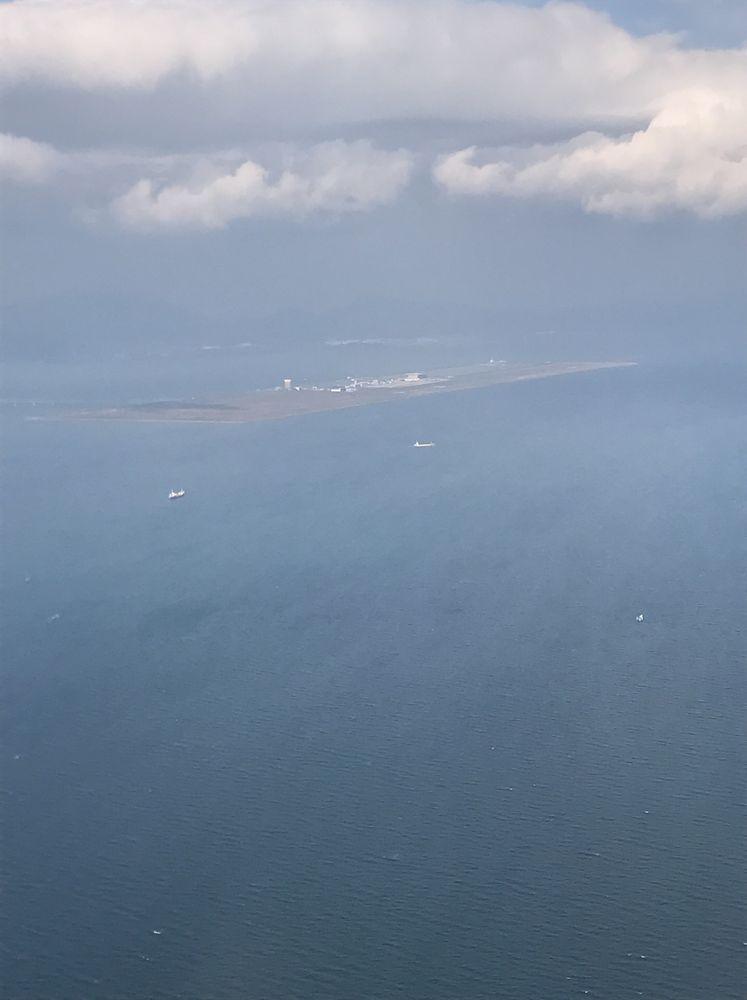 飛行機から見た北九州空港