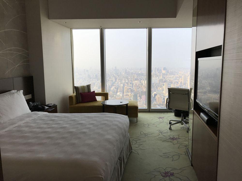 大阪マリオット都ホテルのスーペリアダブルルーム(窓側)