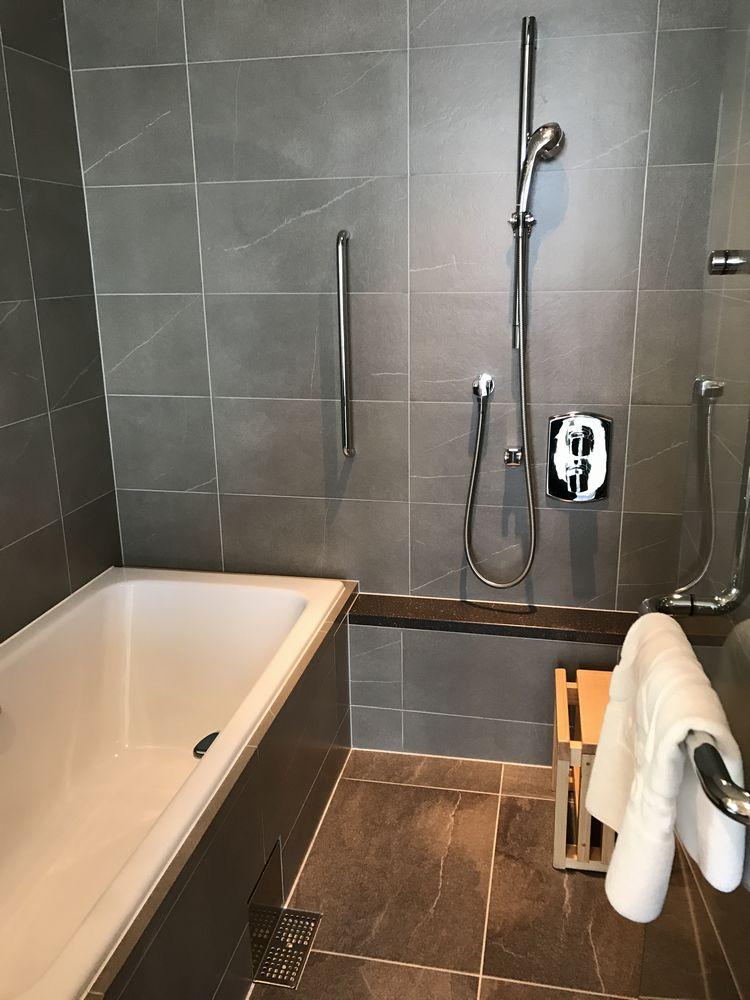 大阪マリオット都ホテルのスーペリアダブルルームのバスルーム