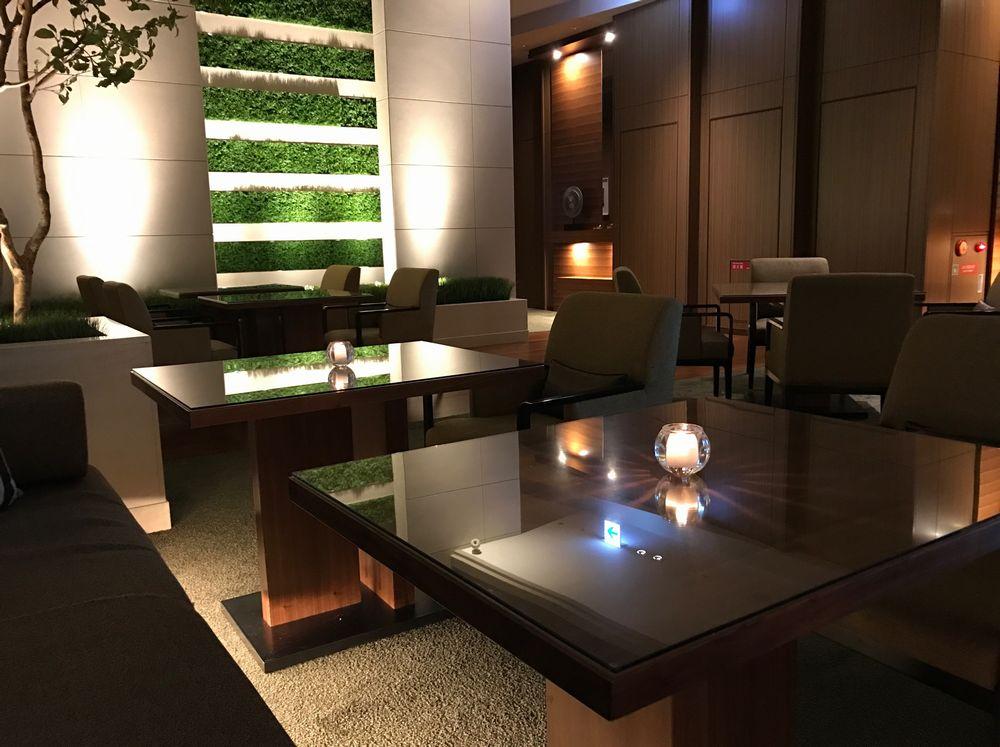 大阪マリオット都ホテルのクラブラウンジのテーブル