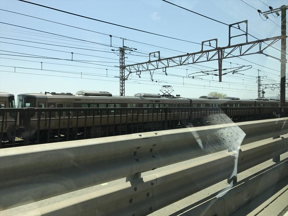 山陽電車と並行