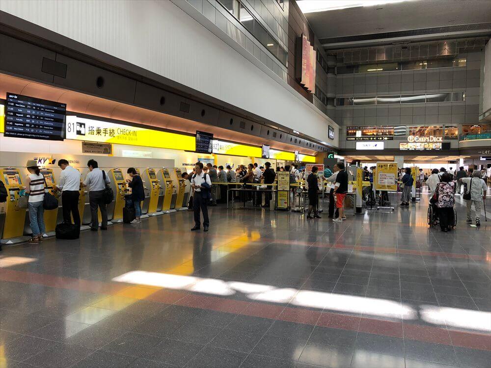 羽田空港のスカイマークの自動チェックイン機1