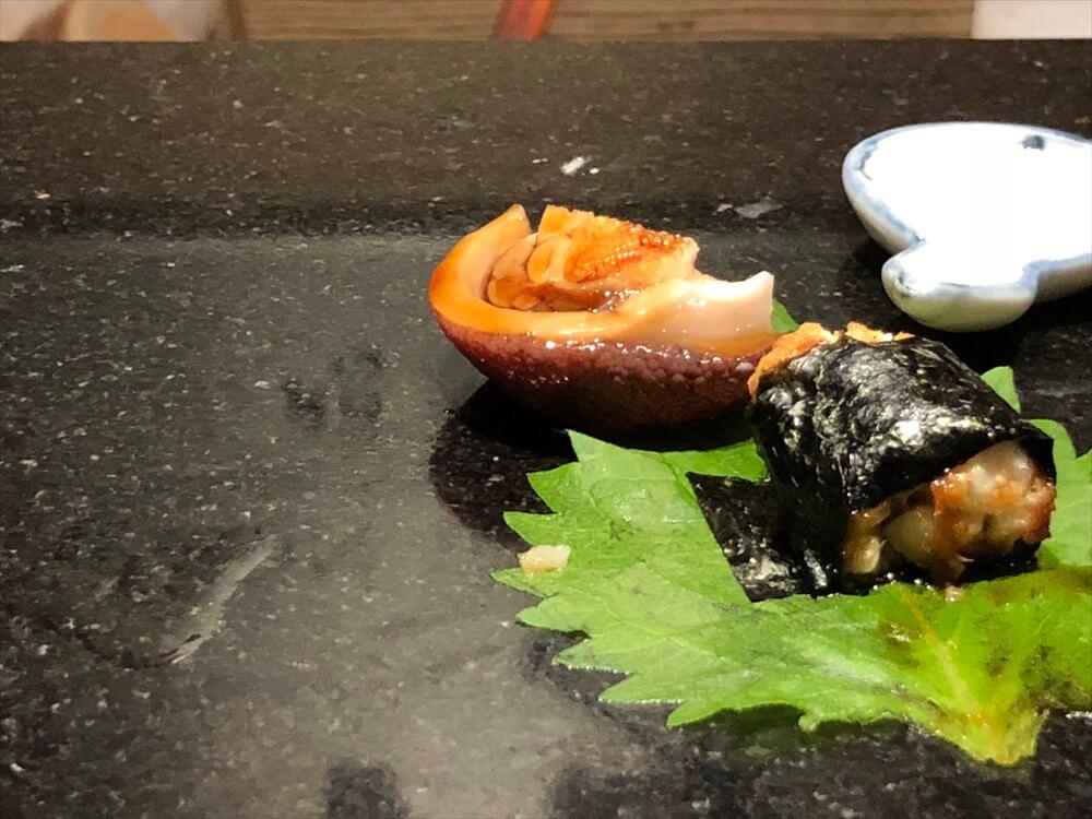 明石 渾 鮨の穴子の海苔巻きに煮ダコの頭