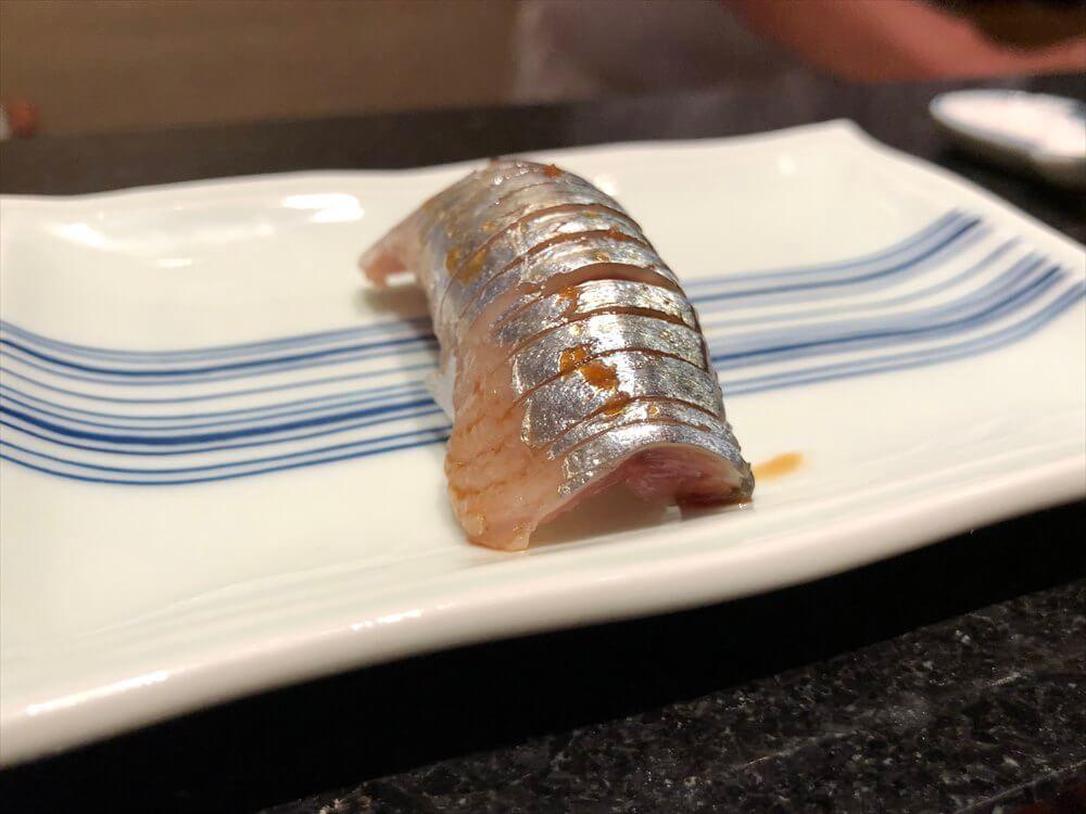 明石 渾 鮨のサンマの握り