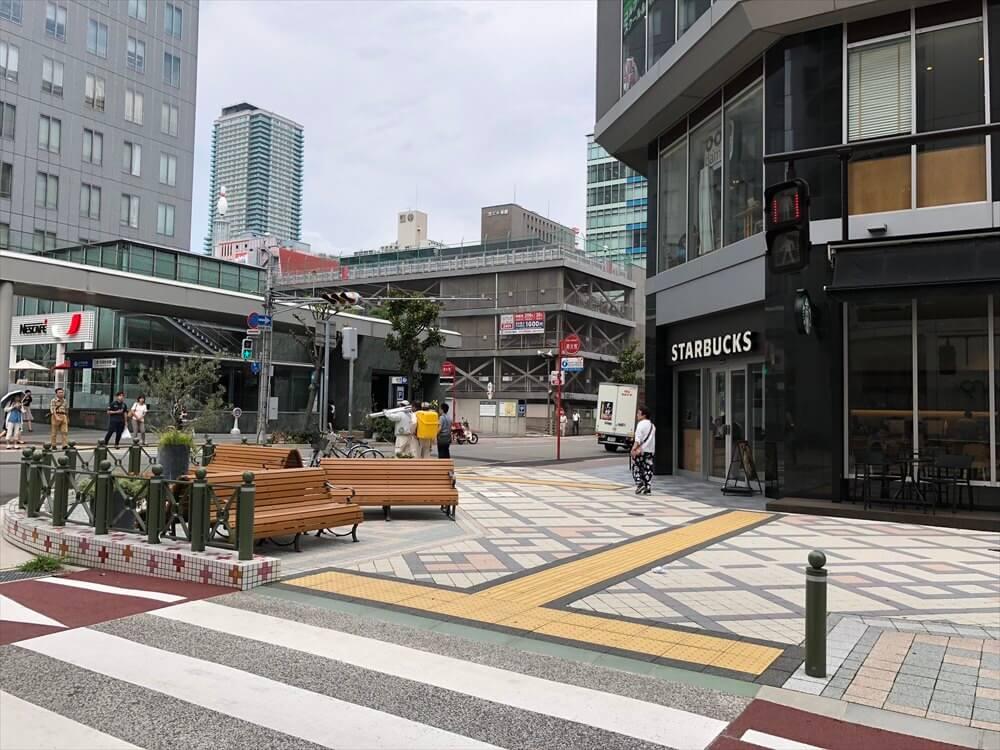 磯上通の歩道の広い道1