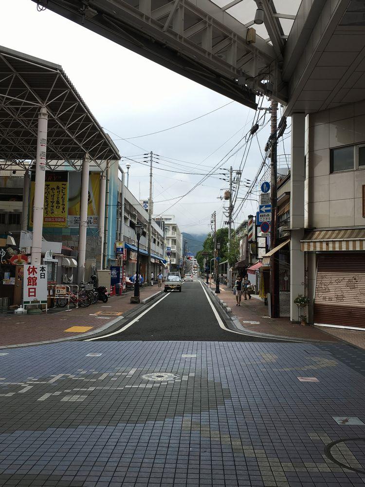 ひろめ市場前の通りの坂道