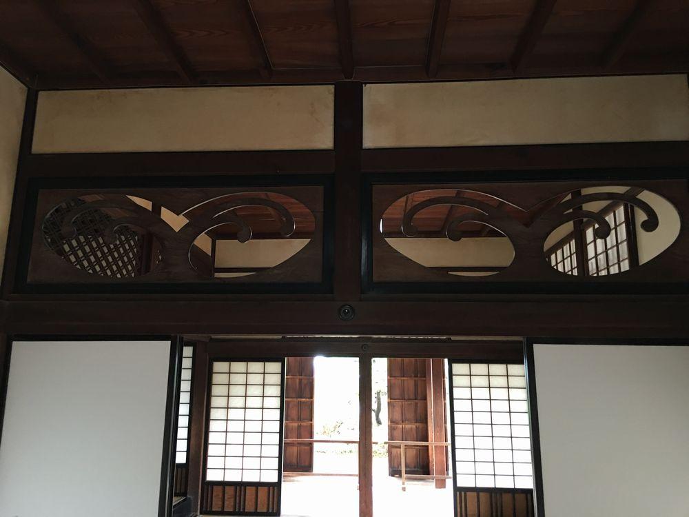 高知城の波の透かし彫の欄間