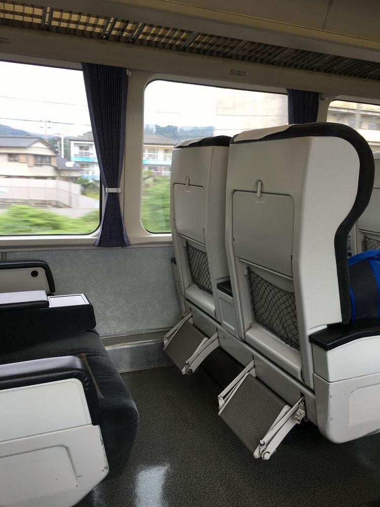 アンパンマン列車(南風18号)のグリーン車の座席