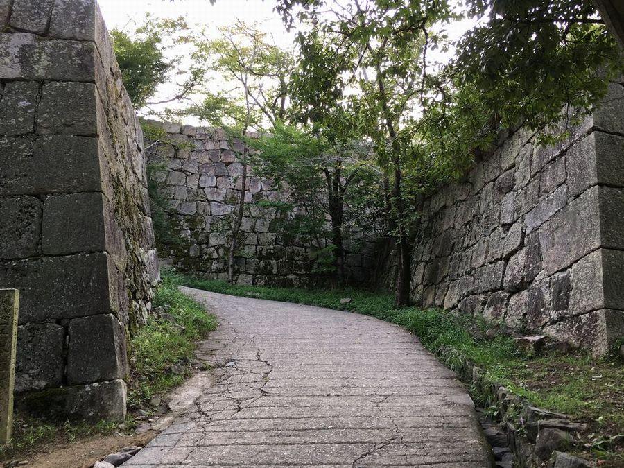 丸亀城の二の丸へ