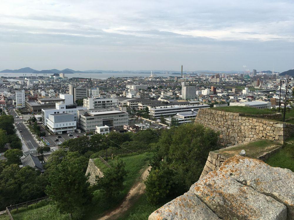 丸亀城の本丸から瀬戸大橋