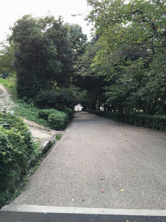 丸亀城の見返坂(下り坂)