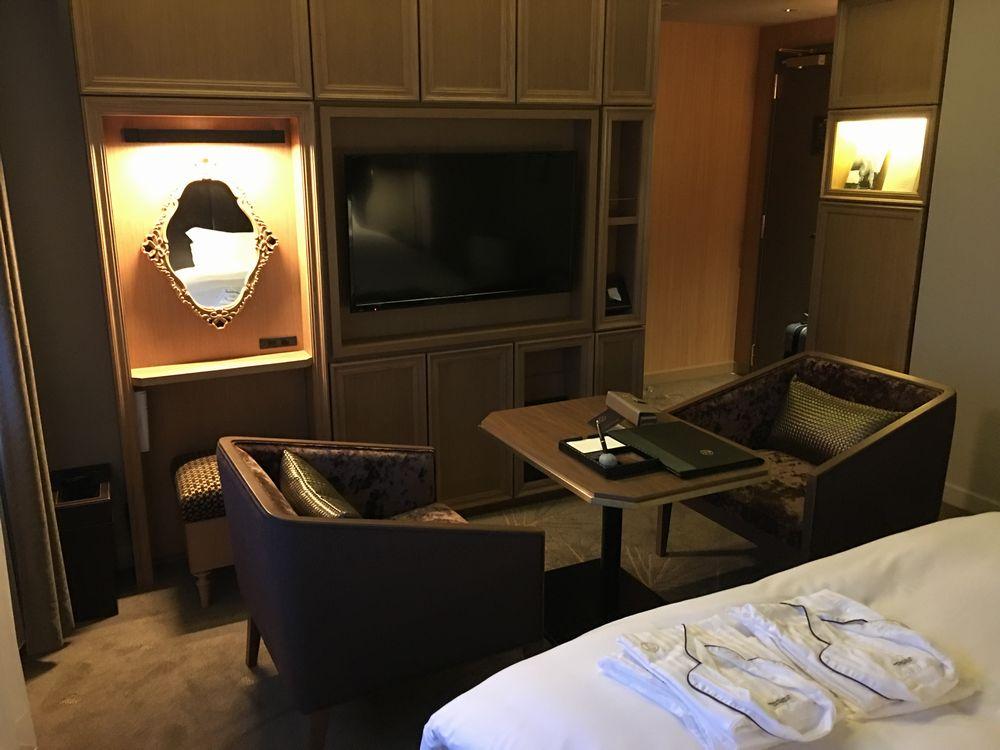 ロイヤルパークホテル高松のスペリオアダブルルームのソファ