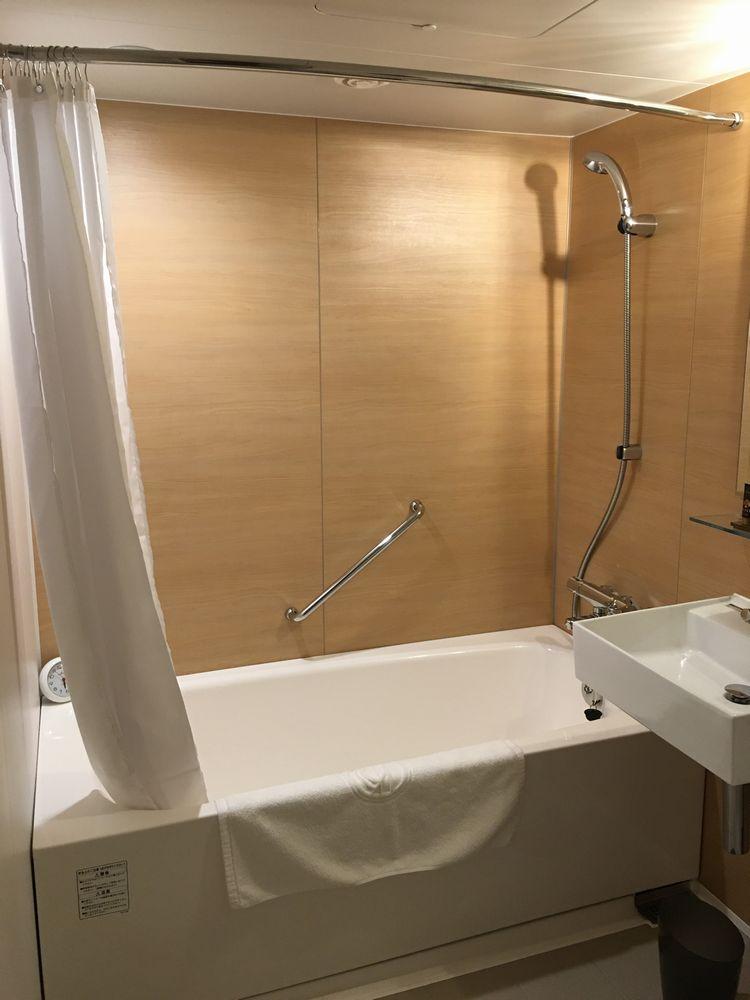 ロイヤルパークホテル高松のスペリオアダブルルームのユニットバス